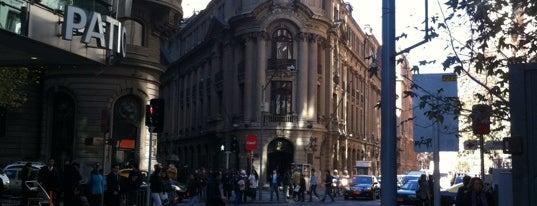 Bolsa de Comercio de Santiago is one of Lugares, plazas y barrios de Santiago de Chile.