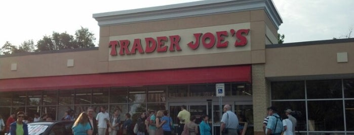 Trader Joe's is one of Locais curtidos por Jessie.