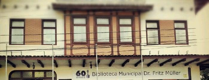 Biblioteca Municipal Fritz Müller is one of BLUMENAU.