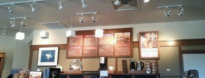 Peet's Coffee & Tea is one of Tempat yang Disukai Yvette.