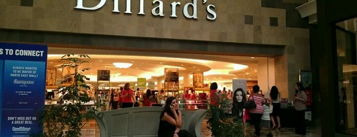 Dillard's is one of Lieux qui ont plu à Ha.