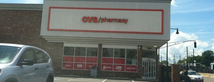 CVS pharmacy is one of Lugares favoritos de Michelle.