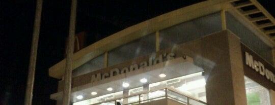 McDonald's is one of Locais curtidos por RICARDO.