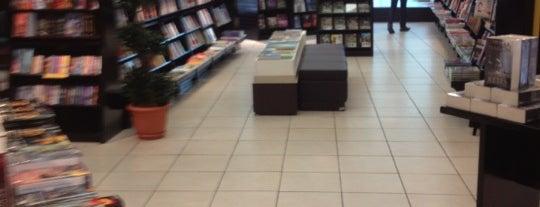 Libreria Internacional is one of Tempat yang Disukai Sol.