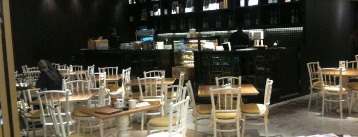 Aseana Café Bar is one of Orte, die Lisa gefallen.