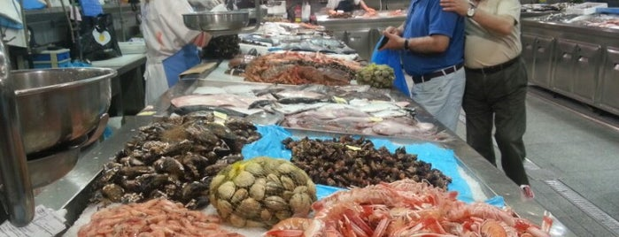 Mercado da Praza de Lugo is one of Galicia.