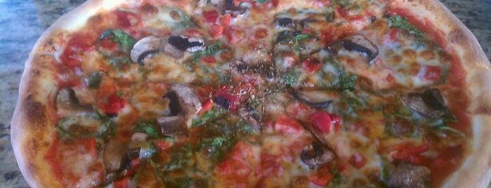 Amici Pizza Bar is one of Locais curtidos por Edward.