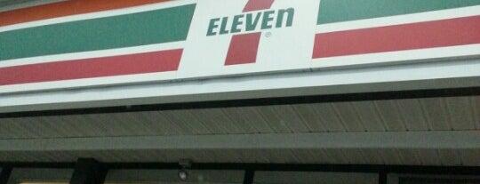 7-Eleven is one of Lugares favoritos de Ashley.