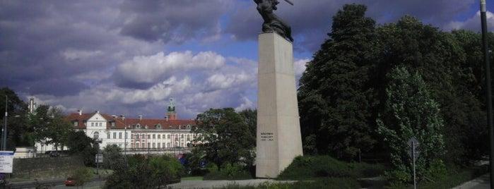 Pomnik Bohaterów Warszawy (Nike) is one of tredozio.