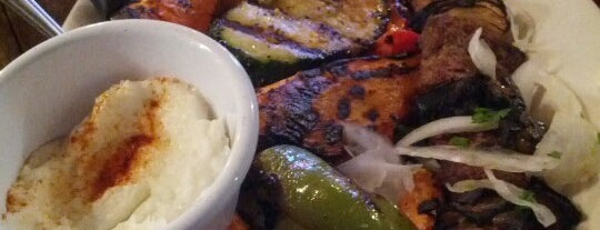 Makarios Kabobs & Grill is one of Lugares favoritos de Mustafa.