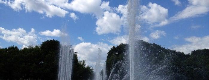 Танцующий фонтан is one of ?.