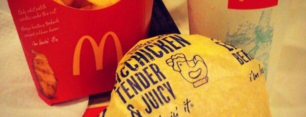 McDonald's & McCafé is one of Posti che sono piaciuti a Jayex.