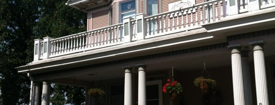 Dakotah Rose Bed & Breakfast is one of Locais curtidos por Amy.