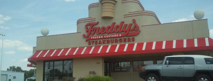 Freddy's Frozen Custard & Steakburgers is one of Lieux qui ont plu à Robert.