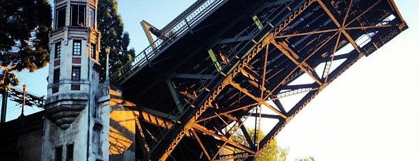 Montlake Bridge is one of สถานที่ที่ Dan ถูกใจ.