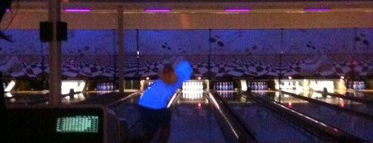 Wateford Lanes Bowling Alley is one of Cindy'in Beğendiği Mekanlar.