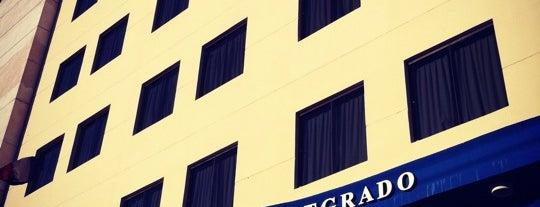 Universidad Americana is one of Varios.