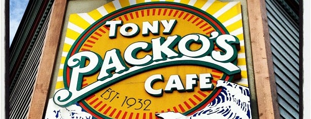 Tony Packo's Cafe is one of Lugares favoritos de Edwulf.