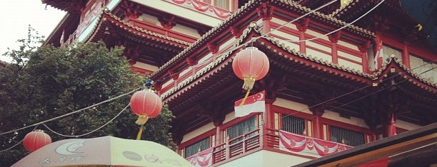 Buddha Tooth Relic Temple & Museum (新加坡佛牙寺龙华院) is one of Lieux qui ont plu à Christine.