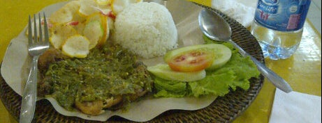 Bebek Bakar a'yayo  ITC Fatmawati is one of Locais curtidos por Arie.