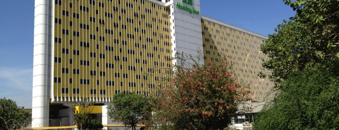 Holiday Inn is one of Locais curtidos por Markus.