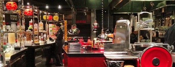 L'Atelier de Joël Robuchon is one of Viva Las Vegas.