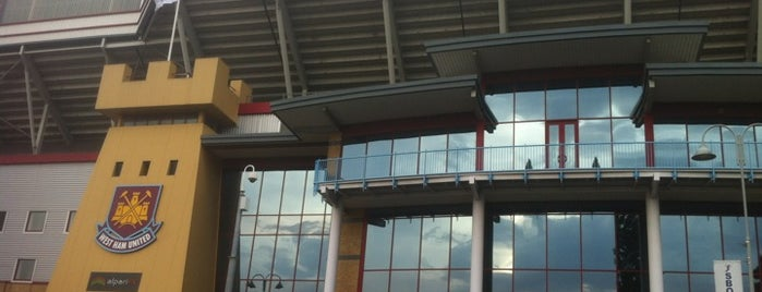 Boleyn Ground (Upton Park) is one of Lugares favoritos de Carl.