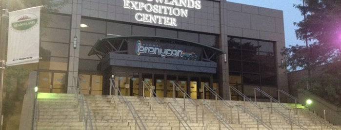 Meadowlands Exposition Center is one of Locais curtidos por Lynne.