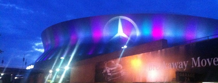 Mercedes-Benz Superdome is one of NFL Stadium.