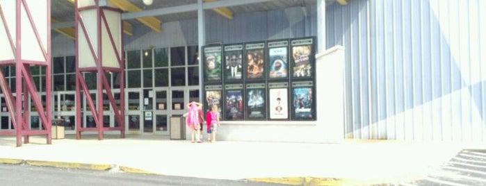 Phoenix Big Cinemas Chartiers Valley Stadium 18 is one of Lieux qui ont plu à Lauralynn.