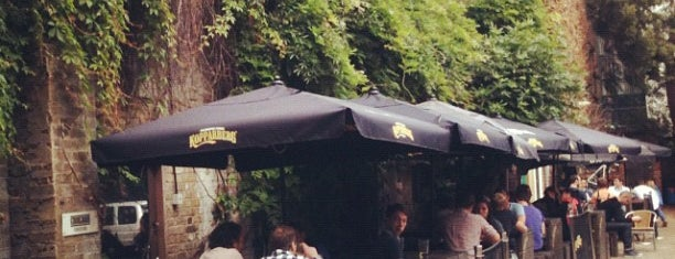 Strongroom Bar is one of Tempat yang Disukai Gillespie.