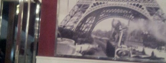 Café De Paris is one of Lieux qui ont plu à Soly.