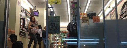 7- Eleven is one of Lugares favoritos de Jorge.