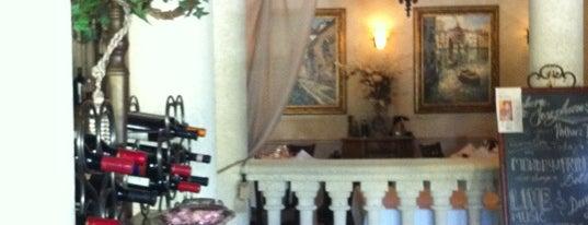 Josephine's Italian Restaurant is one of Lieux qui ont plu à Tammy.