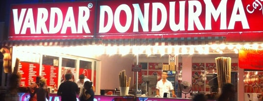 Vardar Dondurma is one of Lieux qui ont plu à Hüseyin.