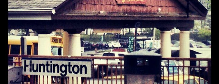 LIRR - Huntington Station is one of Posti che sono piaciuti a Ken.