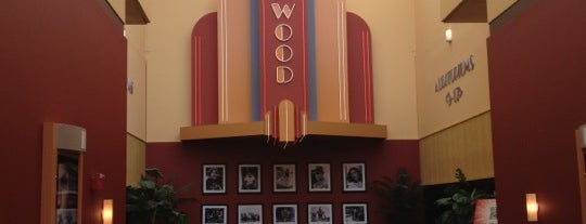 Marcus Parkwood Cinema is one of Locais curtidos por Brooke.