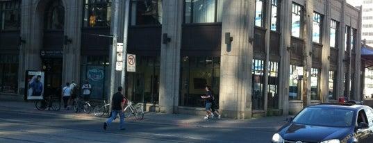 Toronto Coach Terminal is one of Lugares favoritos de Anna.