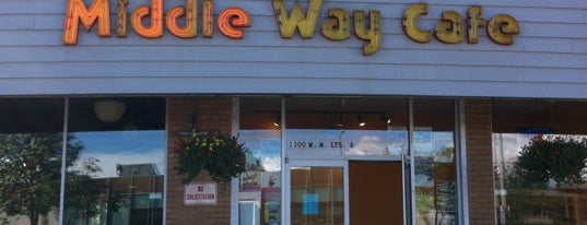 Middle Way Cafe is one of Lieux qui ont plu à Cusp25.