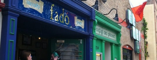 Fadó Irish Pub & Restaurant is one of Tempat yang Disimpan Martin.