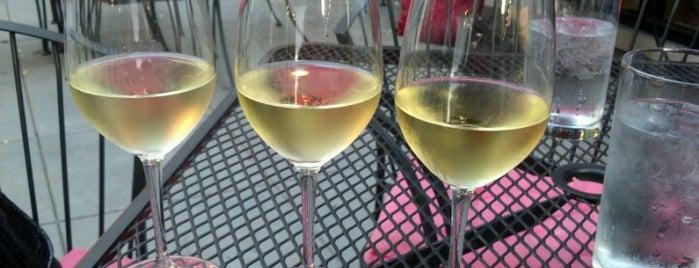 La Dolce Vita Wine Lounge is one of Lugares guardados de Luisa.