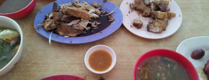 Beng Huat Asam Fish Chicken Rice is one of Tempat yang Disukai Alyssa.