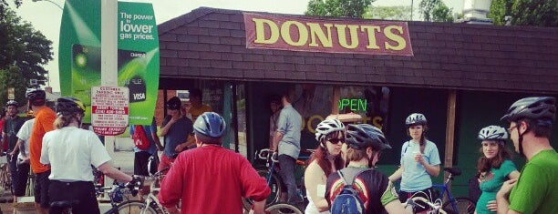 St. Louis Hills Donut Shop is one of Bakery.