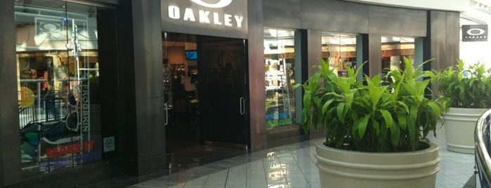 Oakley Store is one of Lugares favoritos de Alberto J S.