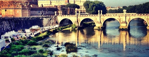 Ponte Vittorio Emanuele II is one of Supova in Roma.