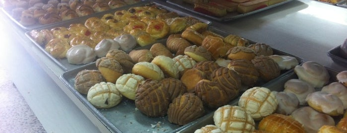 Elizondo Pasteleria is one of Lugares Que Conocer.