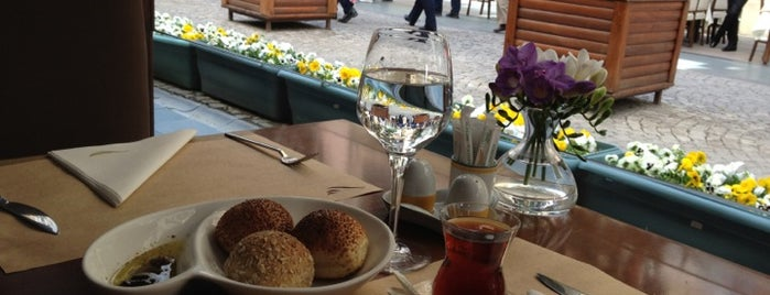 Portofino Restaurant & Bar is one of สถานที่ที่ Aral ถูกใจ.