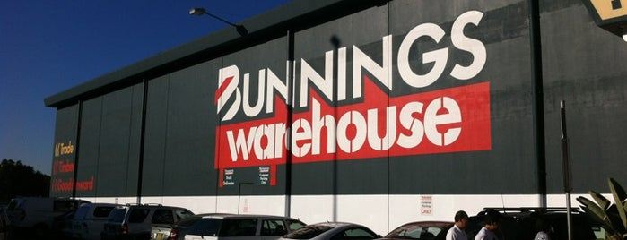 Bunnings Warehouse is one of Tempat yang Disukai Matt.