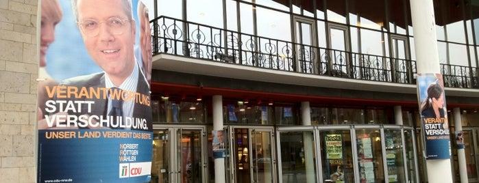 Stadthalle Mülheim is one of สถานที่ที่ David ถูกใจ.