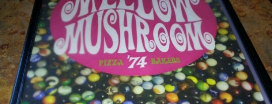Mellow Mushroom is one of Tempat yang Disukai Chris.